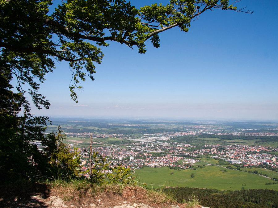 Blick vom Hörnle auf Weilstetten und den Schwarzwald